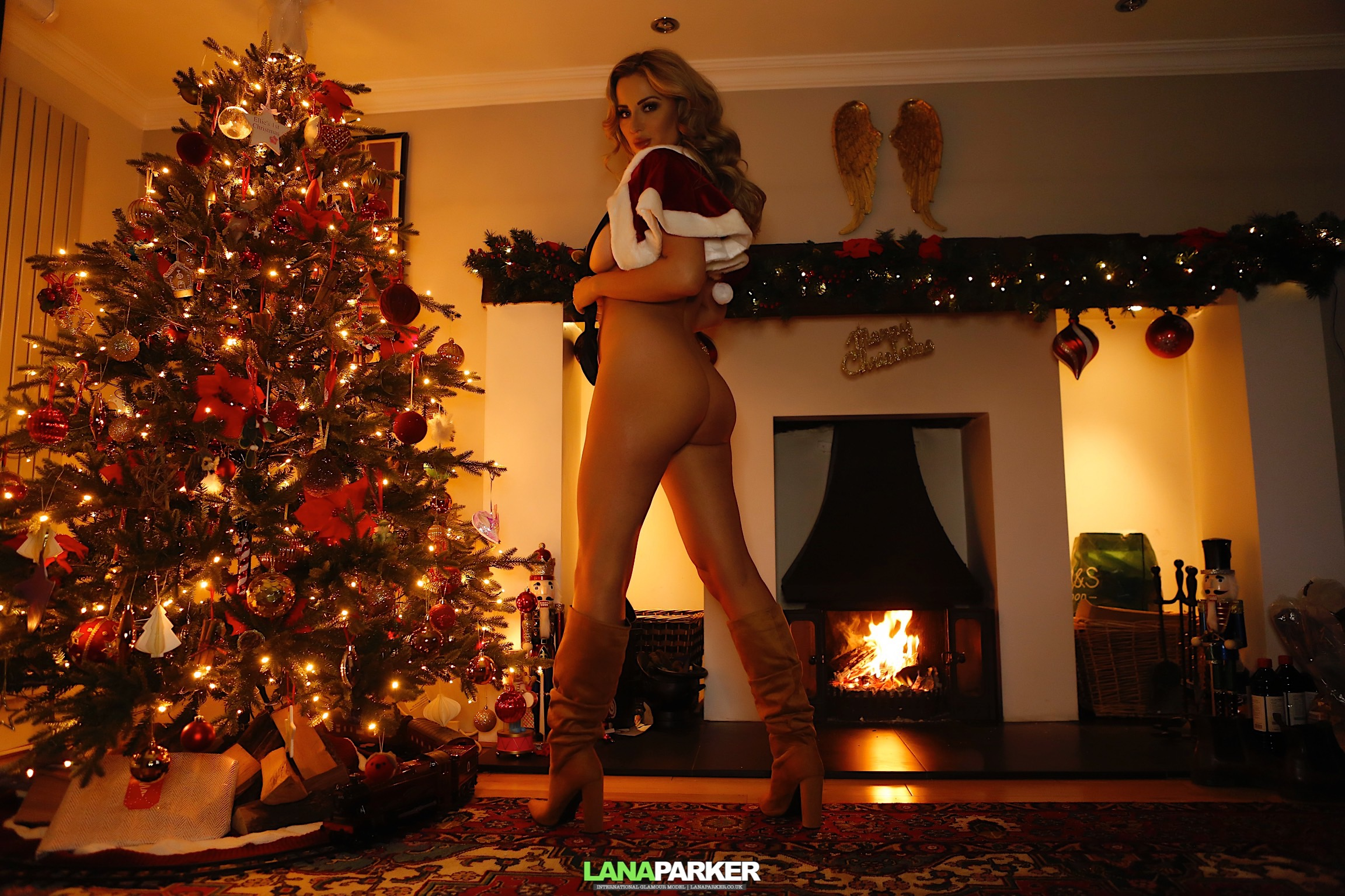 SANTA IS ON HIS WAY – 139 UncensoredPictures